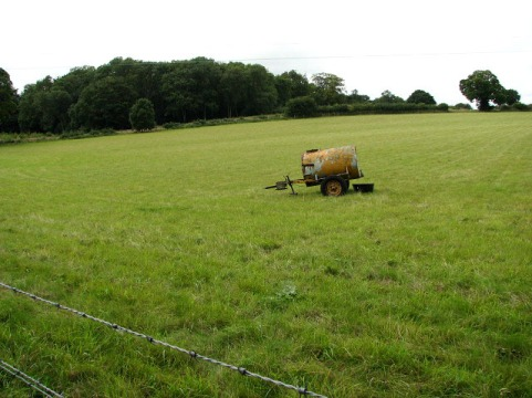 An_empty_pasture_-_geograph.org.uk_-_950123